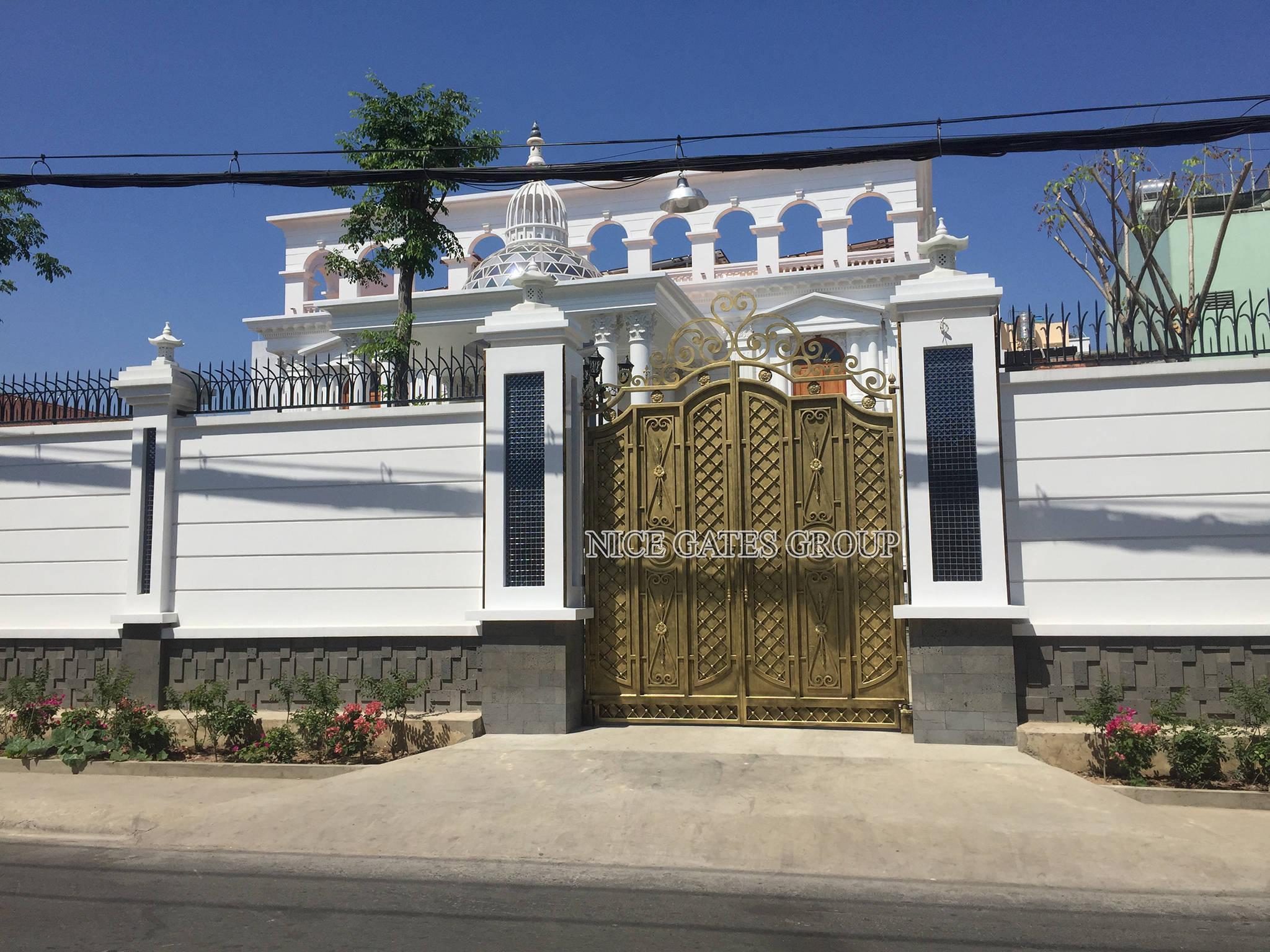 Thiết kế cửa cổng ra vào cho sân vườn